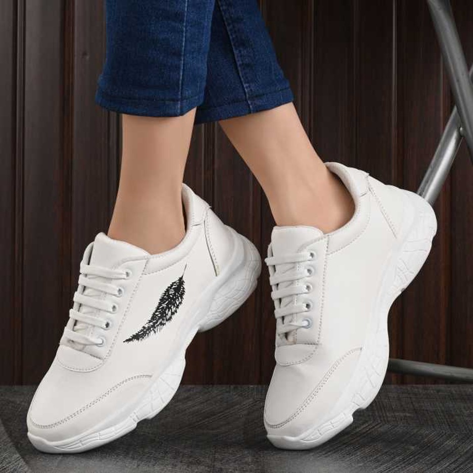 SNEAKERS : 6 Top Benefits of Wearing Them